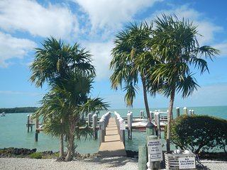 """Hideaway By the Sea"": Water views, pool, dock, balconies, Florida Keys gem - Marathon Shores vacation rentals"