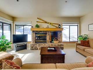 Updated vacation rental on the slopes with shared pool/hot tub/sauna! - Mammoth Lakes vacation rentals