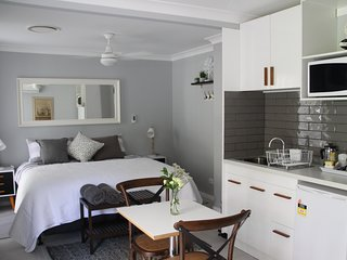 1 bedroom Bed and Breakfast with Internet Access in Brisbane - Brisbane vacation rentals