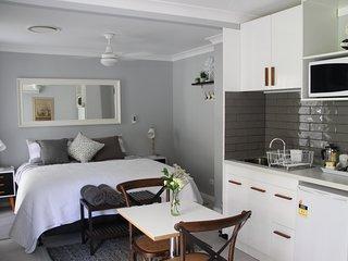 Nice 1 bedroom Bed and Breakfast in Brisbane - Brisbane vacation rentals