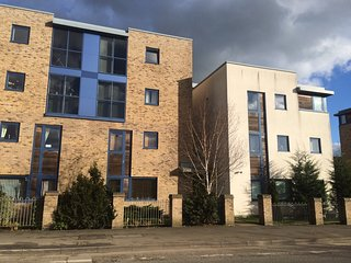 Private bedrooms, 3 bedroom, shared apartment, private parking space - Bicester vacation rentals