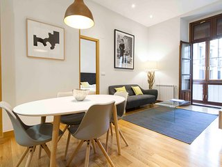 Nice 2 bedroom San Sebastian - Donostia Apartment with Internet Access - San Sebastian - Donostia vacation rentals