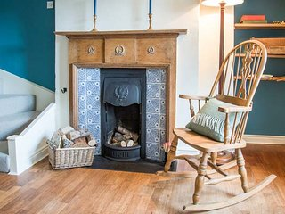 BEACON COTTAGE, very well-appointed cottage, open fire, walks from door - Addingham vacation rentals