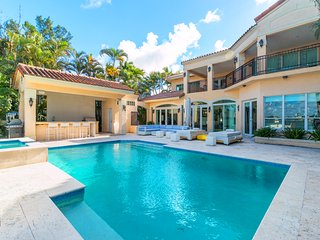 Villa Tuscany - Island Waterfront w/ BBQ, Bar, Hot Tub - Miami Beach vacation rentals