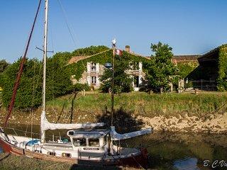 Domaine des Prés de Joussac - Gite de charme**** 4 à 5 personnes proche océan - Jau-Dignac-et-Loirac vacation rentals