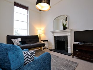 Comfortable Condo with Television and Microwave in Cheltenham - Cheltenham vacation rentals