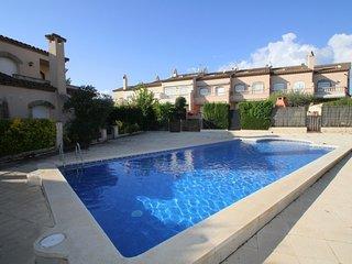 C08 PETRA adosado jardín privado y piscina - L'Hospitalet de l'Infant vacation rentals