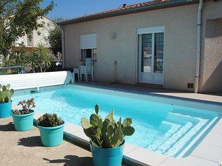 Charmante VILLA tout confort avec piscine, entre mer et montagne - Maureillas-las-Illas vacation rentals