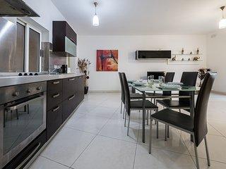 Central & Spacious 3 Bdr Apartment - St Julians - Saint Julian's vacation rentals