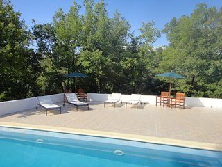 Tranquil Villa du Temps sleeps 9 - Signes vacation rentals