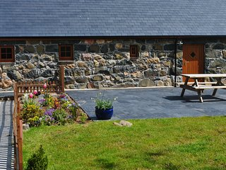 Nice Cottage with Satellite Or Cable TV and Outdoor Dining Area - Rhiw vacation rentals