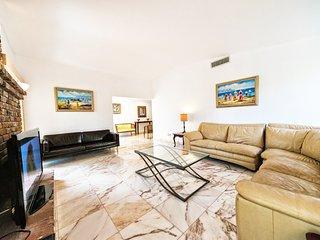 Villa Nacel - Gorgeous 5 BR Waterfront Villa w/ Pool, Boat Dock - North Miami Beach vacation rentals