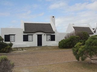 Charming House in Struisbaai with Satellite Or Cable TV, sleeps 6 - Struisbaai vacation rentals