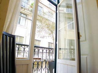 CR3- Charm & comfort- AC, lift, Balcony, Elevator, City center - Lisbon vacation rentals