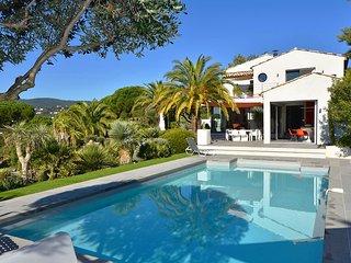 Villa Ariana - Charming 5 Bedroom Villa w/ Swimming Pool and View of the Sea - La Croix-Valmer vacation rentals