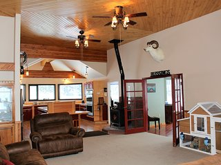 Backcountry Warriors LLC LAKEFRONT B&B in Willow, The Deshka Room, Sleeps 4 - Willow vacation rentals
