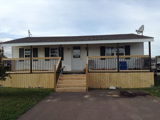 Bright 3 bedroom House in Shediac with Internet Access - Shediac vacation rentals