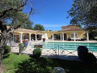 Villa provençale au calme absolu entre Aix et Lube - Rognes vacation rentals
