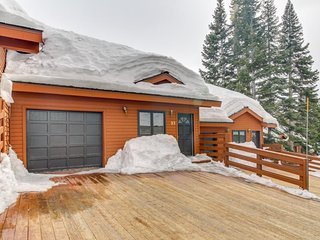 Ski-in/ski-out - Mammoth Lakes getaway with private hot tub and outdoor grill - Mammoth Lakes vacation rentals