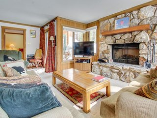 Rustic condo near Canyon Lodge w/ wood-burning fireplace & shared pool/hot tub - Mammoth Lakes vacation rentals