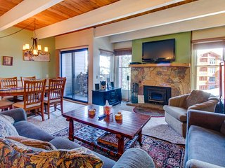 Stay in this attractive condo featuring a shared hot tub, sauna, & summer pool - Mammoth Lakes vacation rentals