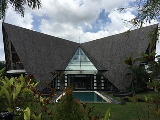 Bali Banyan Canggu Luxury Villa 4 Bedroom Perfect for Families and Events - Pererenan vacation rentals