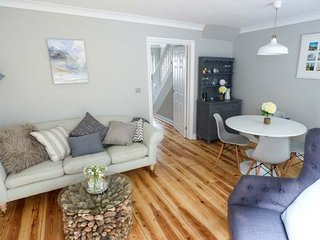 SEASALT COTTAGE, luxury, easy access to beaches, ideal family base, in Ventnor - Ventnor vacation rentals