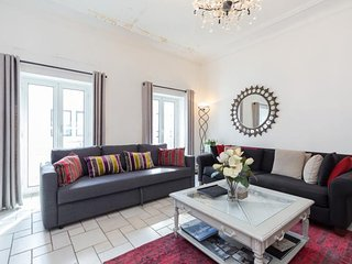 Spacious 3 Bedroom Palais Napoleon Apartment with a Balcony - Cannes vacation rentals