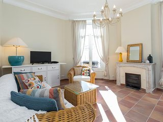 Bright Apartment in Cannes with Television, sleeps 4 - Cannes vacation rentals