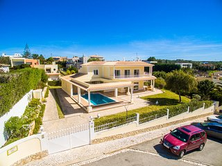 Magnificent 4 Bedroom Villa With Pool & Jacuzzi in Ferragudo - Ferragudo vacation rentals