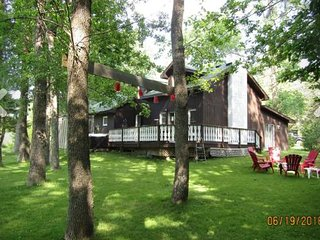 Perfect House with Deck and Television - Craigleith vacation rentals