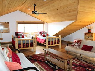 Cozy Cabin with Deck and Fireplace - Moab vacation rentals