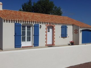 2 bedroom House with Hot Tub in Beauvoir-Sur-Mer - Beauvoir-Sur-Mer vacation rentals