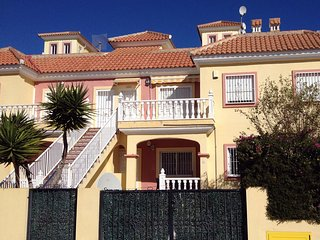 Lovely 2 bedroom ground floor apartment with use of shared pool. - El Pinar de Campoverde vacation rentals