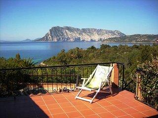 Casa Clariote a coda cavallo in pieno parco marino di Tavolara - Capo Coda Cavallo vacation rentals