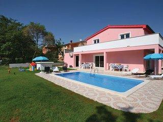 5 bedroom Villa in Porec, Istria, Croatia : ref 2043971 - Musales vacation rentals