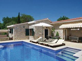 4 bedroom Villa in Makarska, Central Dalmatia, Croatia : ref 2045664 - Brela vacation rentals
