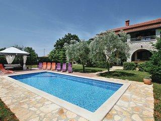 4 bedroom Villa in Porec, Istria, Croatia : ref 2089083 - Zbandaj vacation rentals