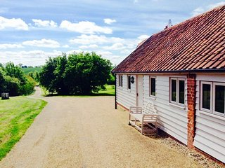 Packway Barn is a beautiful barn conversion set in idyllic countryside location. - Halesworth vacation rentals