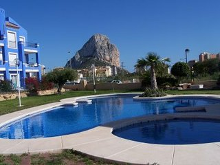 Lovely 2 bed Calpe apartment with shared pool & walking distance to town & beach - Calpe vacation rentals