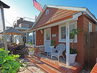 Updated Front & Back Cottages! Patio, Courtyard, Walk to the Beach (68265) - Newport Beach vacation rentals