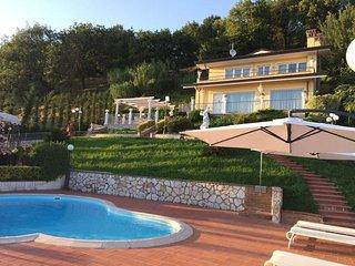 Villa Claudia, private Tuscan villa with pool close to the Versilia coast - Corsanico vacation rentals