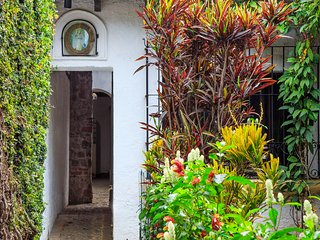 "Parque San Sebastian Centro Antigua Apt ""B"" - Antigua Guatemala vacation rentals"