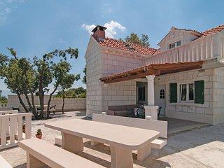 3 bedroom Villa in Brac-Praznica, Island Of Brac, Croatia : ref 2277969 - Pucisce vacation rentals