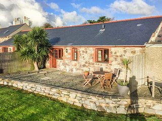 NYTH Y WENNOL, single-storey barn conversion, off road parking, pet-friendly - Abersoch vacation rentals