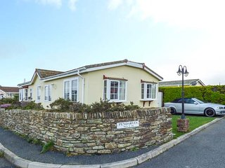 11 PENDARVES single-storey chalet on holiday park, close to beaches and coast - Saint Merryn vacation rentals