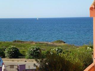 A 50 m. da un mare bellissimo , in prima fila a  FUNTANA MEIGA - San Giovanni di Sinis vacation rentals