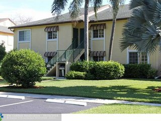 Spacious  villa condo on the Crystal Lake golf for rent in Pompano - Coconut Creek vacation rentals
