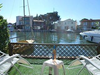 Charming 2 bedroom Villa in Port Grimaud with Balcony - Port Grimaud vacation rentals