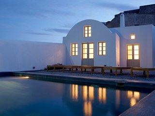 Blue Villas | Fabrica| Minimal design in Santorini - Pyrgos vacation rentals